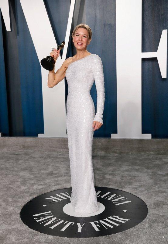 Oscar'da kırmızı halıda şıklık yarışı! Renee Zellweger ve Natalie Portman geceye damgasını vurdu