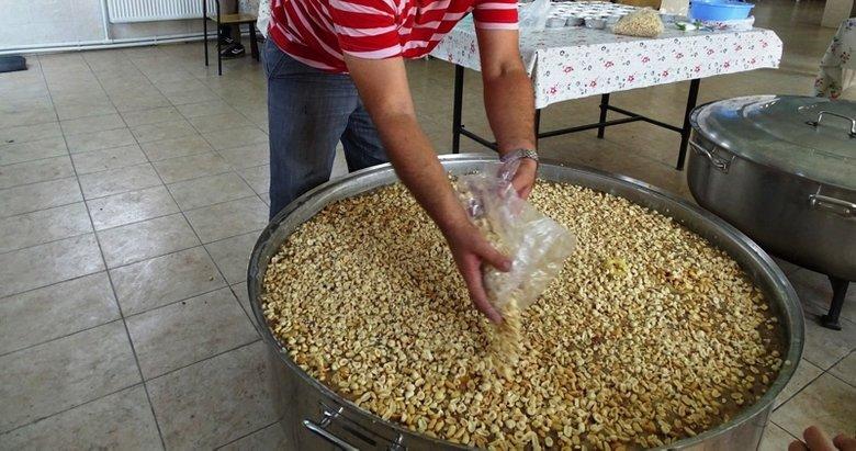 Kütahya'da 2 bin 400 kişilik aşureyi 7 saatte pişirdi