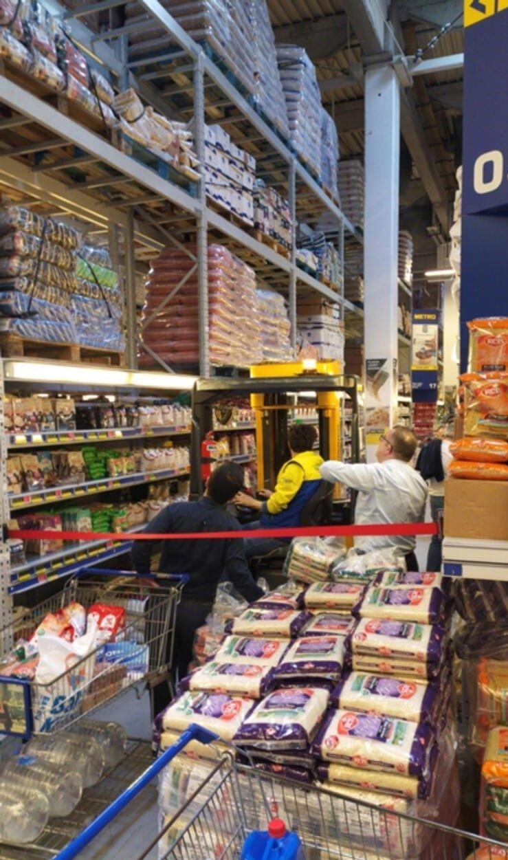 Türkiye'de koronavirüs vakası çıkmasıyla vatandaşlar markete akın etti