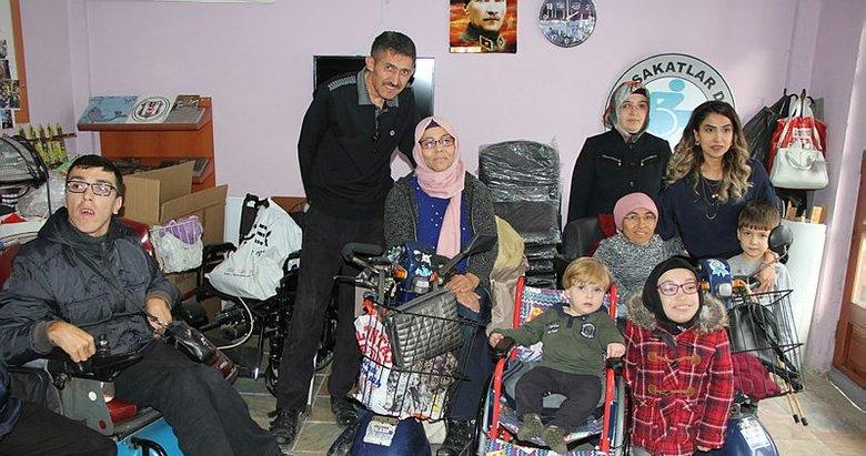 Mavi kapaklarla engelli çocuğa tekerlekli sandalye aldılar