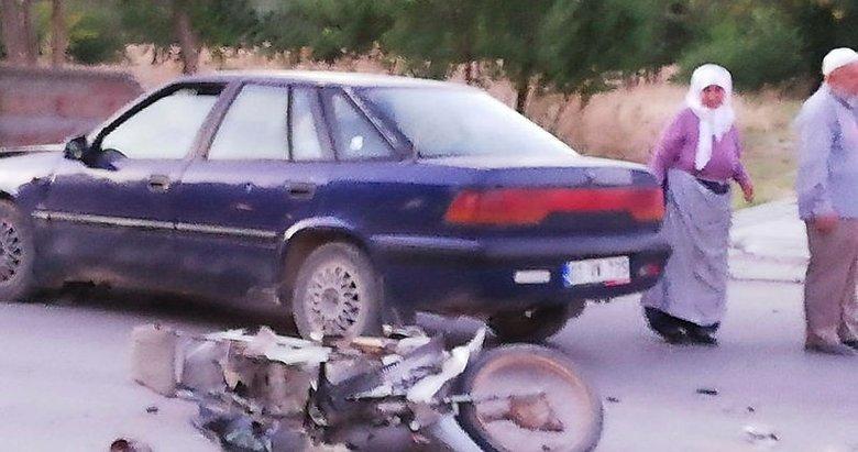 Afyonkarahisar'da otomobil ile motosiklet çarpıştı!