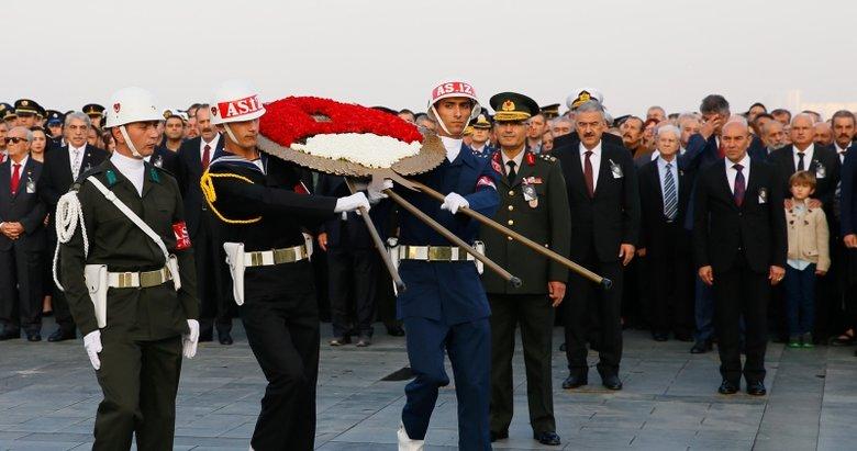 İzmir'de 10 Kasım Atatürk'ü anma töreni düzenlendi