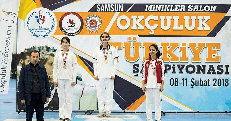 Karşıyakalı Azra Türkiye ikincisi