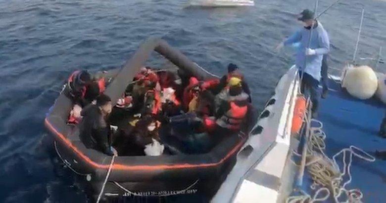 Yunanistan'ın ölüme terk ettiği 27 kaçak göçmeni, Türk Sahil Güvenlik kurtardı