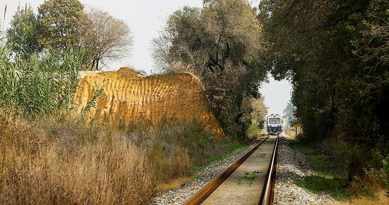 Osmanlı'nın ilk raylarında yolculuk keyfi! İzmir-Aydın demir yolu hattı günlük 10 binin üzerinde yolcu taşınıyor