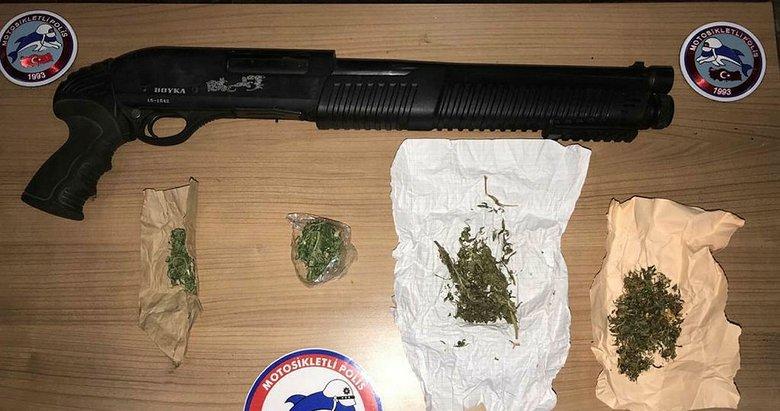 Afyon'da ruhsatsız silah bulunan araçlardaki 5 zanlı gözaltına alındı