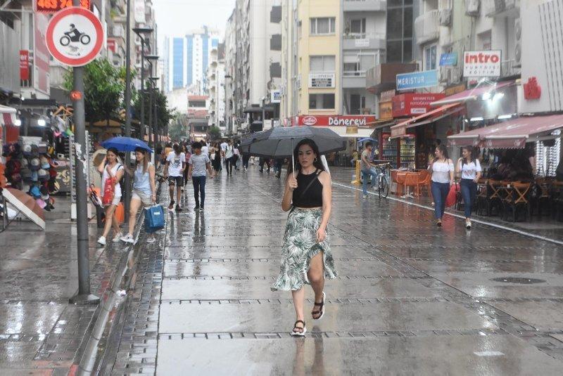 İzmirliler sağanağa hazırlıksız yakalandı