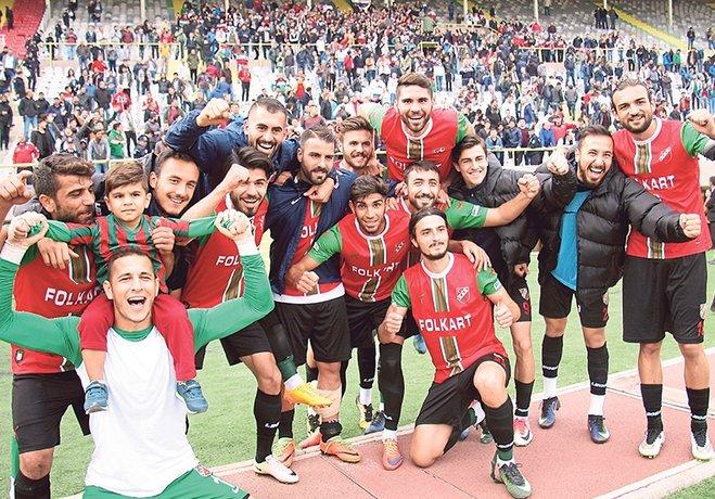 Karşıyakalı futbolcular 4 bin liralık Şanlıurfa galibiyet primlerini alamayınca yönetime sosyal medya üzerinden tepki gösterdi.