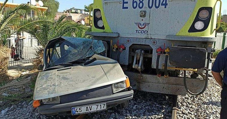 Tren yaklaşık 300 metre sürükledi! Yaşlı adam otomobilden sağ çıktı