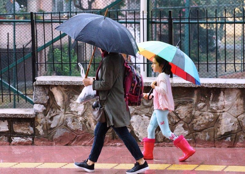 Aydınlılar güne yağmurla başladı! Ege illeri için kritik uyarı