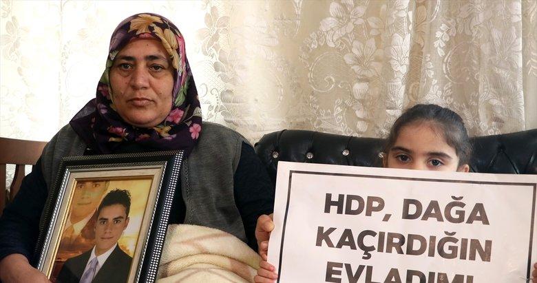 İzmir'de evlat nöbeti tutan anne: 'Çocukları dağa HDP götürüyor'
