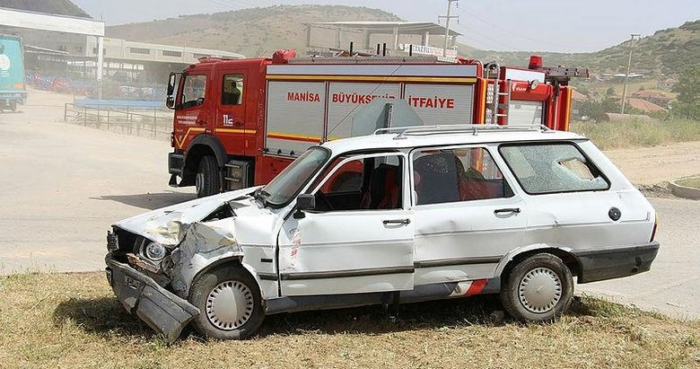 Kula'da otomobiller çarpıştı: 4 yaralı