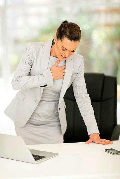 Göğüs ağrısı yaşayanlar dikkat! Kalp krizi belirtileri nelerdir?