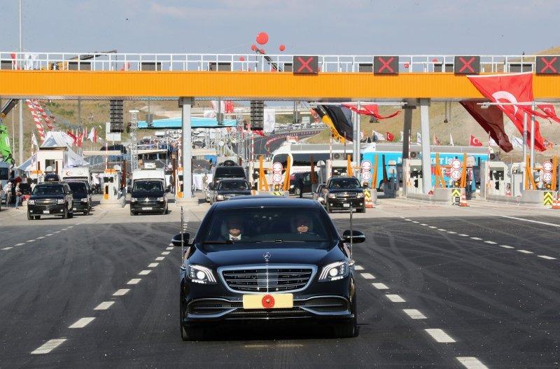 Başkan Recep Tayyip Erdoğan'dan ilk sürüş! Dev açılış sonrası İstanbul-İzmir Otoyolu'nda direksiyon başına geçti