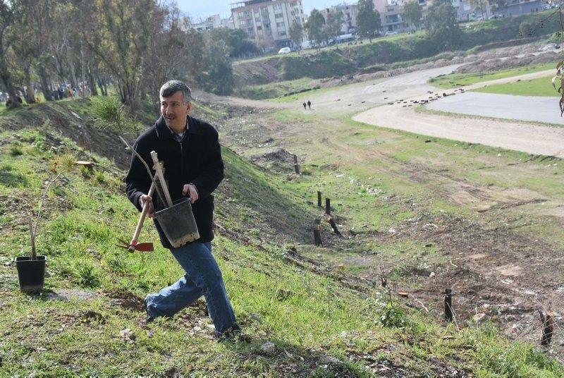 İzmirliler, Pınarbaşı'nda ESHOT için garaj yapılacak alana fidan dikti