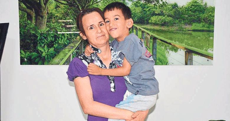 Umut dört yaşında ilk kez annesini işitti