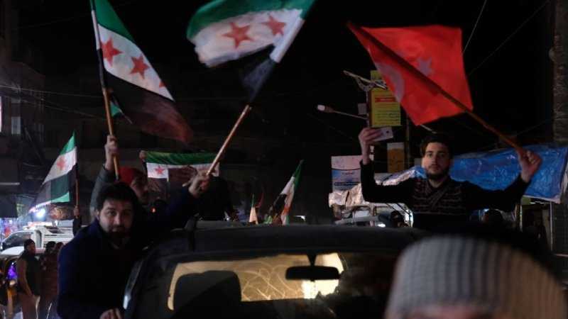 İdlib'liler Türk bayraklarıyla sokağa döküldü