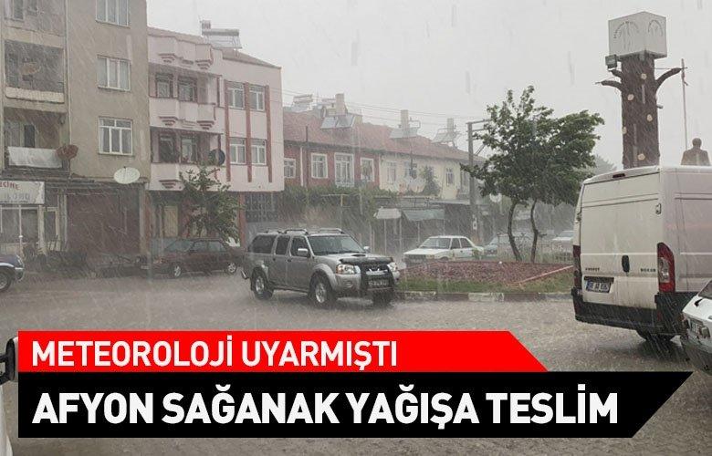 Meteoroloji uyarmıştı! Afyonkarahisar'da kuvvetli sağanak yağış
