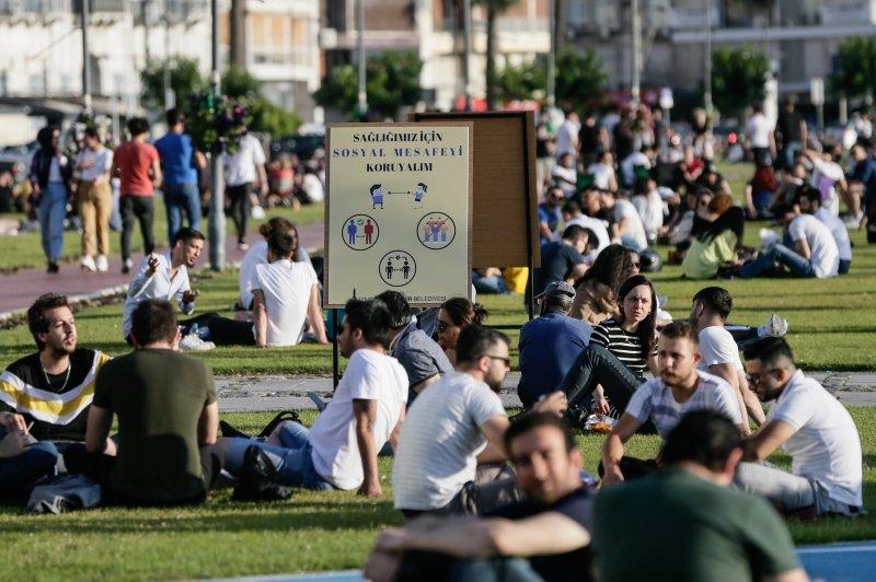 İzmir Kordonboyu'nda hafta sonu yoğunluğu