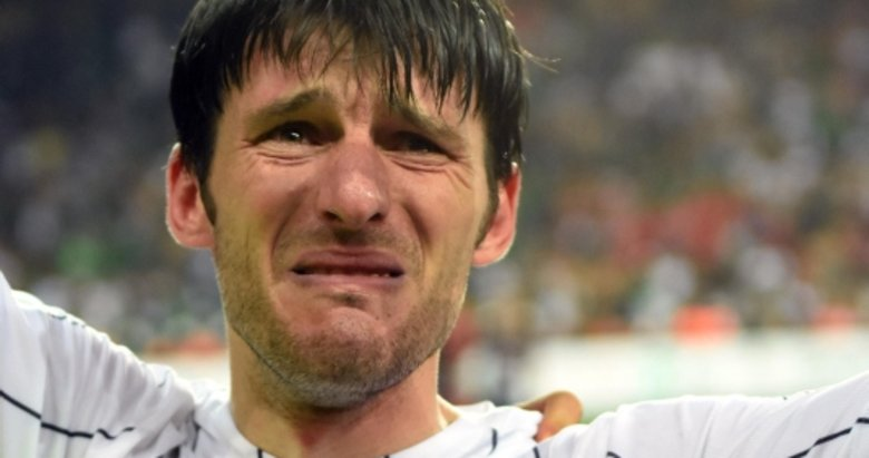 Altay'da İbrahim Akın futbolu bıraktı