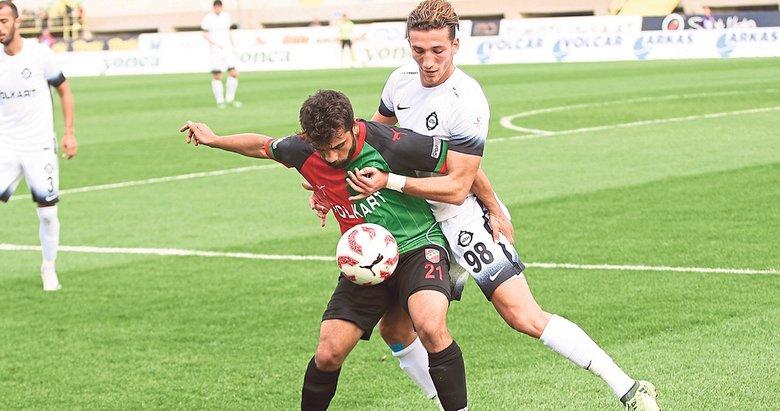 4 dönemdir transfer yasağı nedeniyle yeni oyuncuları bünyesine katamayan ve bunun sıkıntısını ligde bir hayli çeken Karşıyaka'ya bir kötü haber de genç orta saha oyuncusu Harun Atalay'dan geldi.