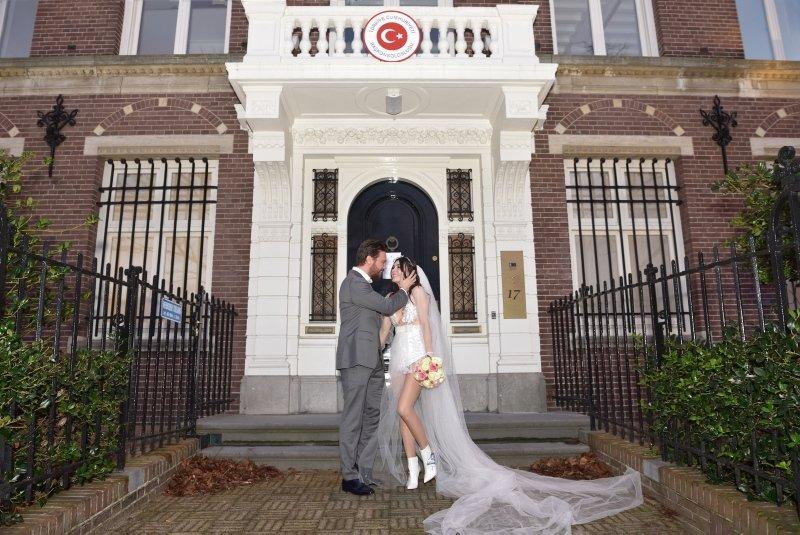 Sinan Akçıl ilk kez açıkladı! Burcu Kıratlı ile boşanıyorlar mı?
