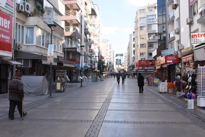 İzmir'in en yoğun bölgelerinde koronavirüs sakinliği