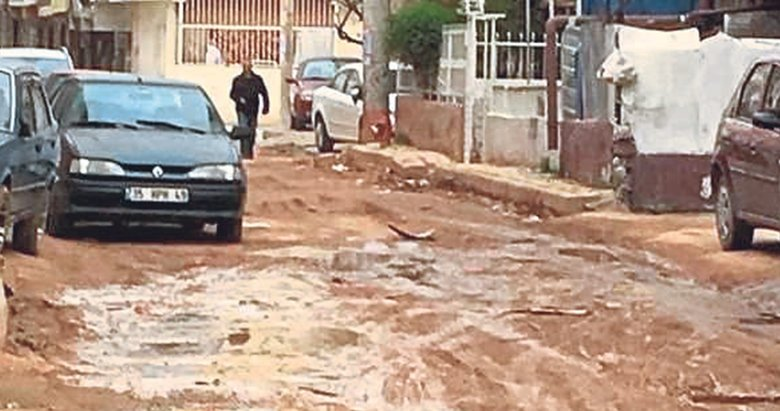 Bornova sokakları çamur içinde kaldı