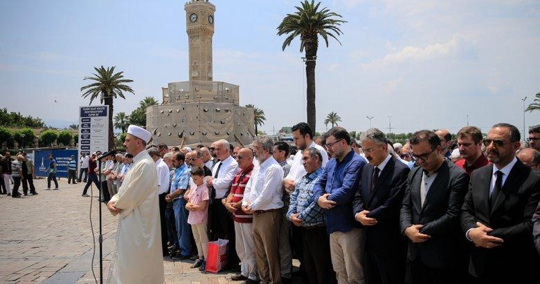 Muhammed Mursi için gıyabi cenaze namazı! Ege illerinden görüntüler...