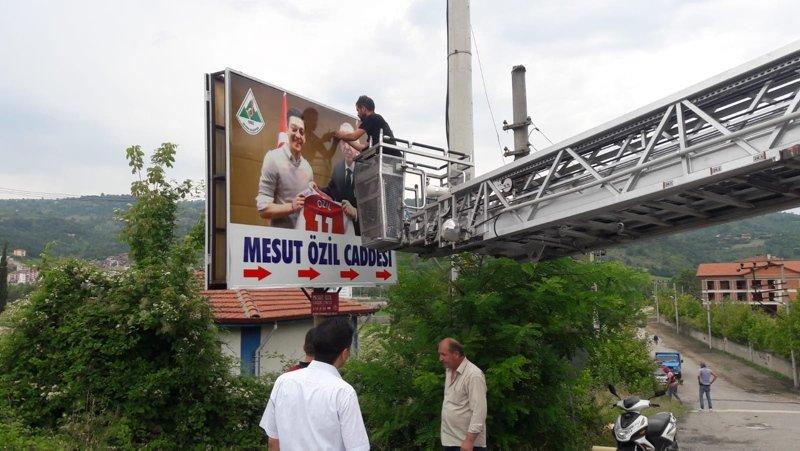 Mesut Özilin memleketi Devrekteki o tabela değiştirildi!
