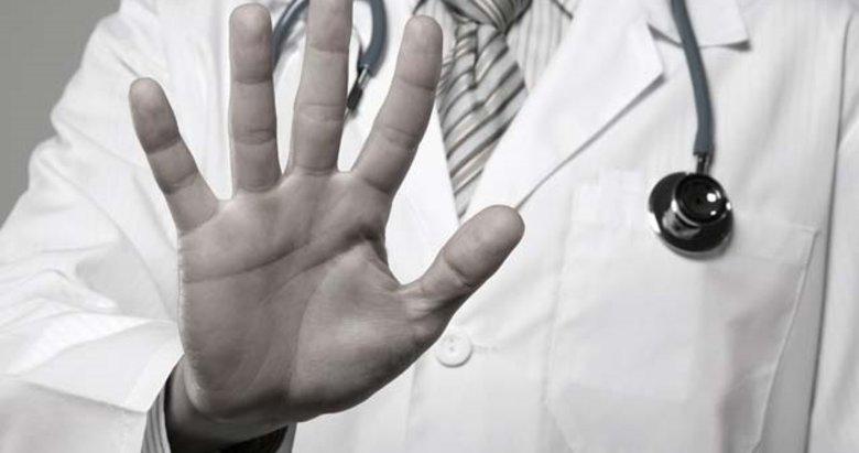 İzmir'de bir kişi rapor yazmayan doktora dehşeti yaşattı
