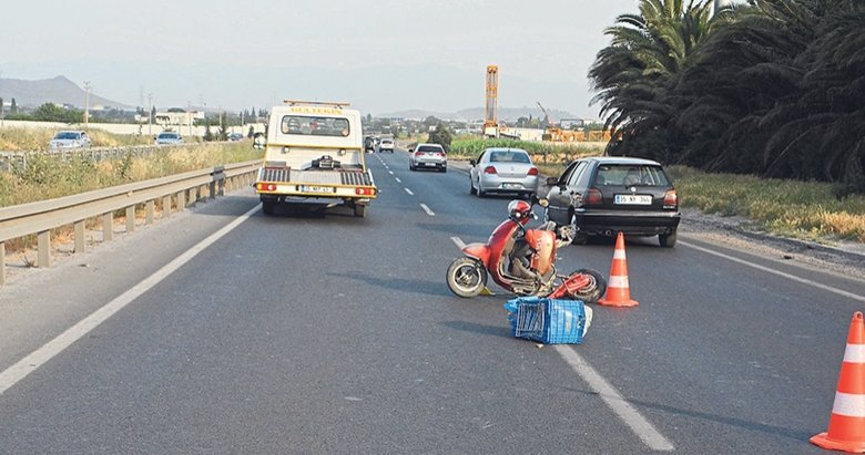 Elektrikli bisiklete otomobil çarptı