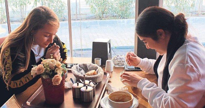 Karşıyaka'da öğrenciye esnaftan 1 liraya yemek