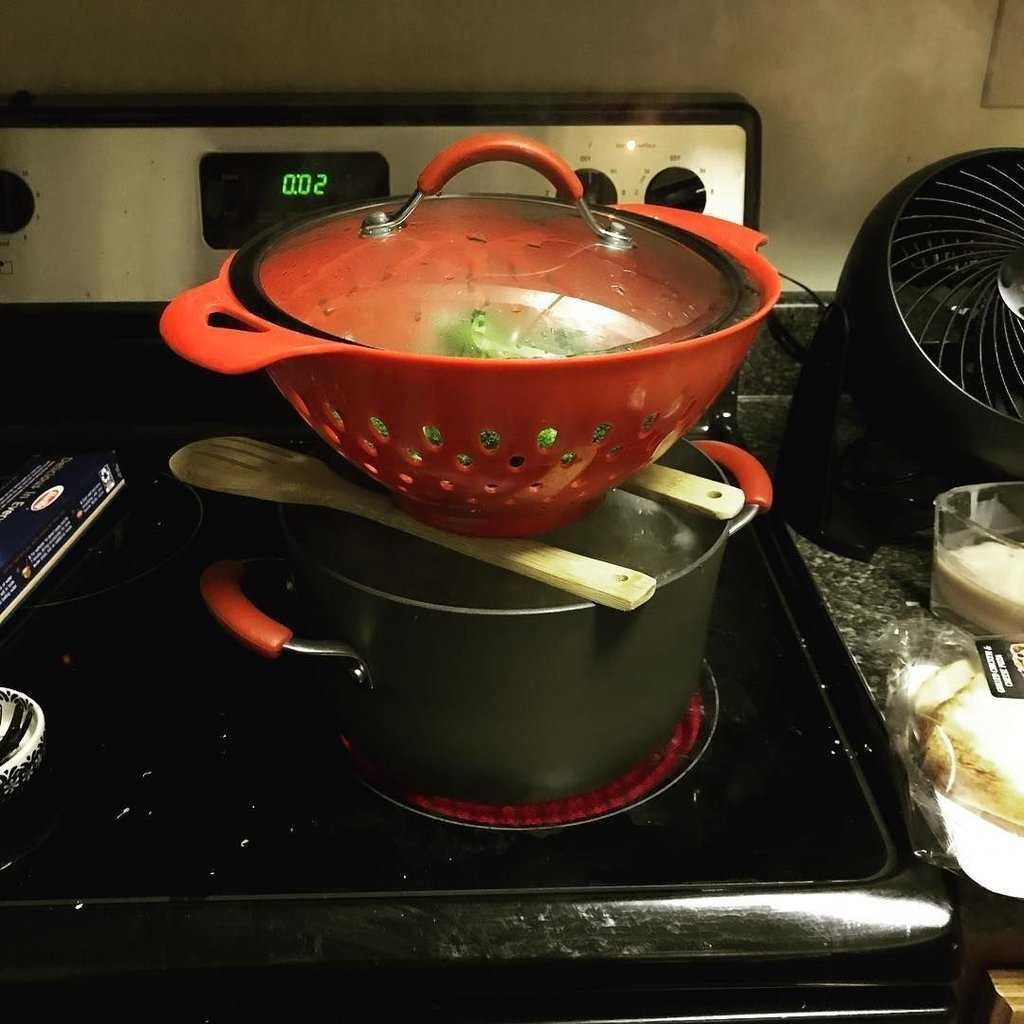 Yumurtayı pişirirken içine buz atarsanız...