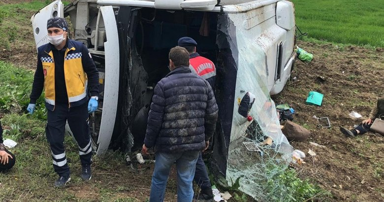 Afyonkarahisar'da karantinadan çıkanları taşıyan otobüs devrildi: 16 yaralı