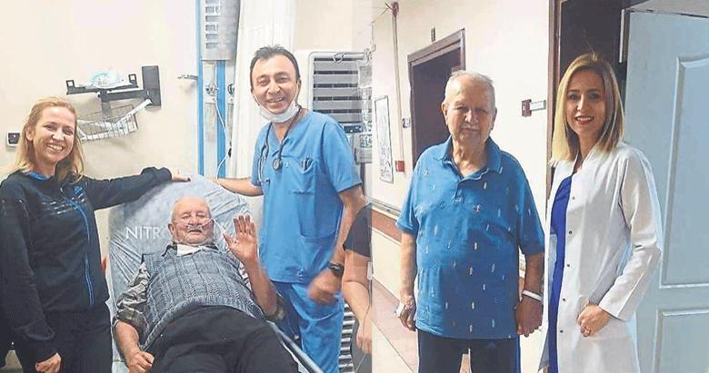 Hastaneye felçli geldi yürüyerek çıktı