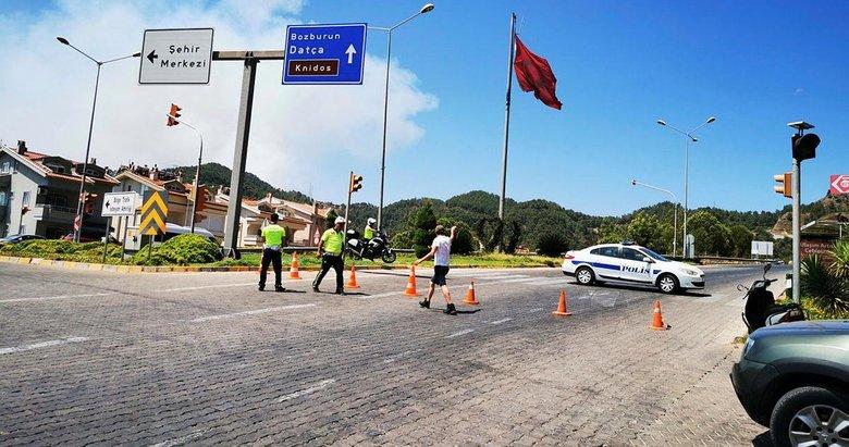 Marmaris - Datça yolu kapandı! Yangın sebebiyle geçişe izin verilmiyor