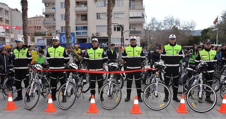 Dikili'de bisikletli polis timleri törenle göreve başladı