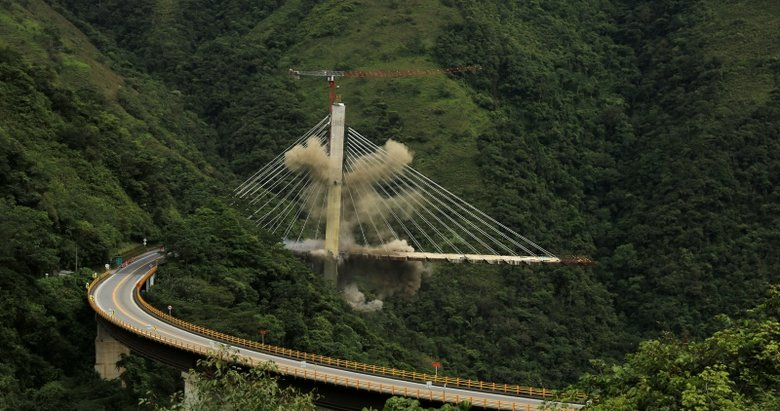 Kolombiyada 9 işçinin öldüğü köprü inşaatı patlayıcılarla yıkıldı