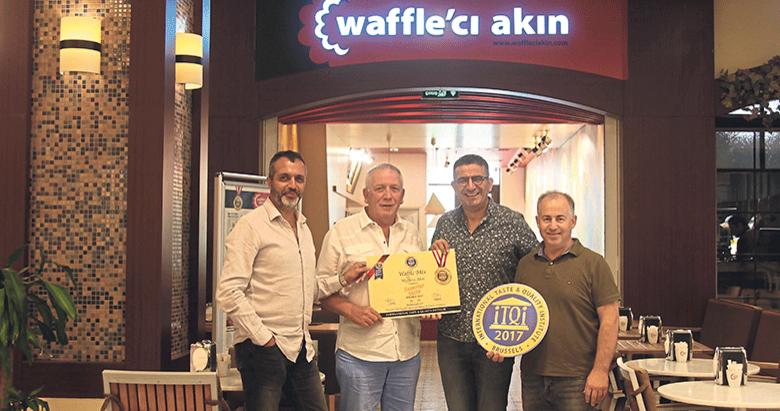 Waffle'cı Akın'da lezzet mutluluğa dönüşüyor