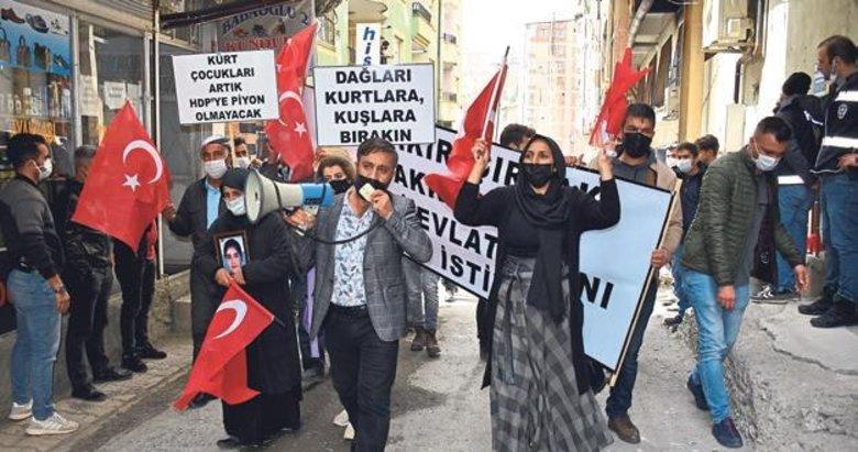 Hakkari'deki anneler HDP'ye yürüdü