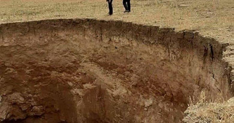 Afyonkarahisar'da tarlalarda oluşan dev obruklar paniğe neden oldu