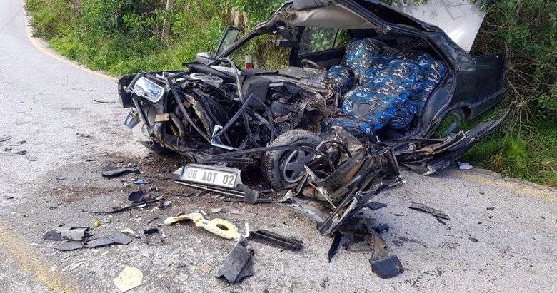 Bodrum'da hafriyat kamyonu otomobille çarpıştı: 1'i ağır 2 yaralı