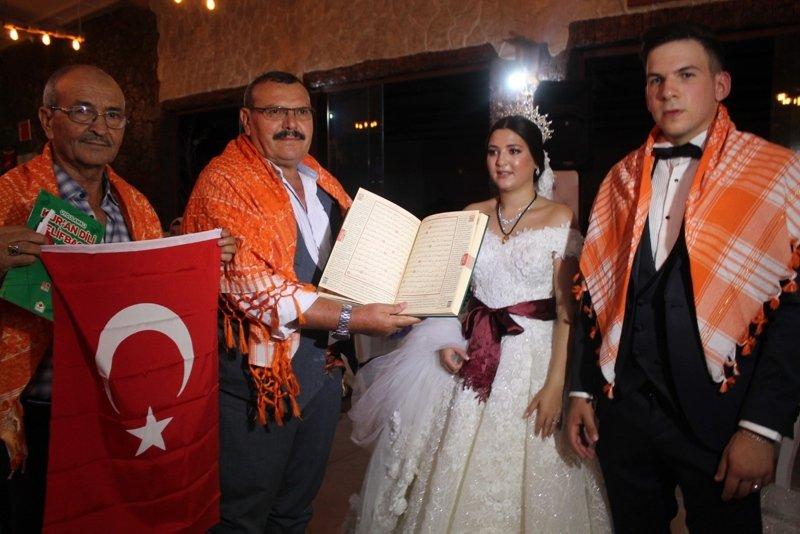 Fransız damada İzmir'de Yörük düğünü! Kevin'di Adem oldu