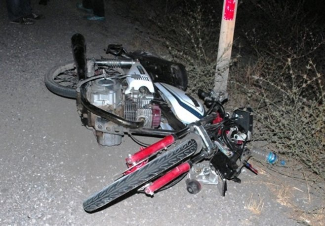 Gençlerin tek motorda 3 kişilik gezisi ölüm getirdi