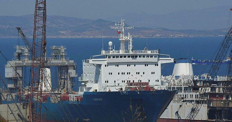 Foça'da denizi kirleten gemiye el konuldu!