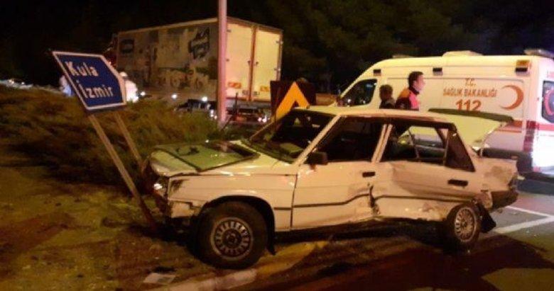 Uşak'ta tır ile otomobilin çarpıştığı kazada 2 kişi yaralandı