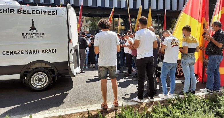 İzmir'de kalbinden bıçaklanarak hayatını kaybeden genç defnedildi