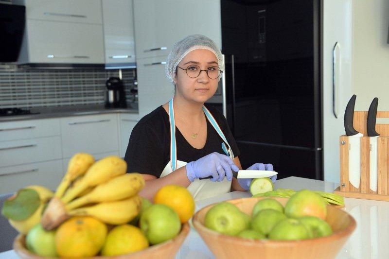 İsraf olmasın diye kuruttuğu meyveler girişimci yaptı