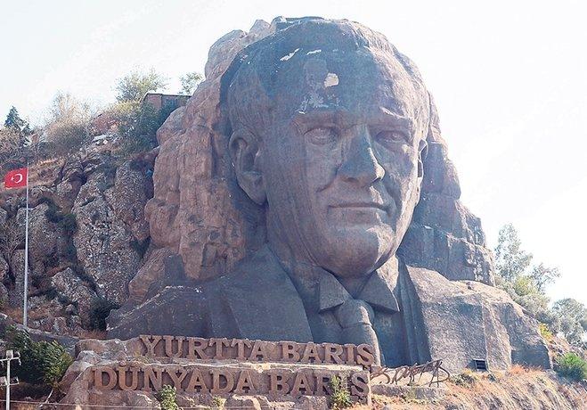 """""""Atatürk'ün maskına bile sahip çıkamıyorlar!"""""""